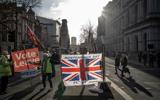 Pro-Brexit protesters wearing yellow vests outside No 10 Downing St, in London on Friday, Dec 13, 2019. The 2016 Brexit vote seemed to be a harbinger of President Donald Trump's election, but Prime Minister Boris Johnson's victory may be different. (Andrew Testa/The New York Times)