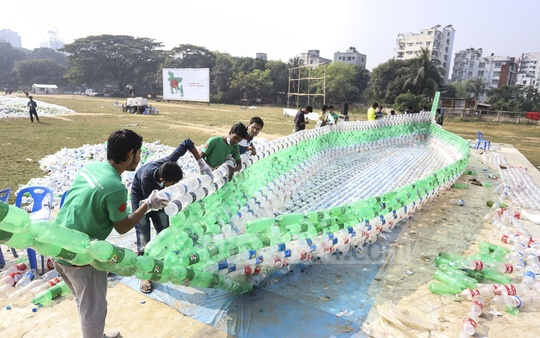 BD Clean members making a boat using empty plastic bottles at Mohakhali's T&T Colony playground in Dhaka on the eve of Victory Day. Photo: Asif Mahmud Ove