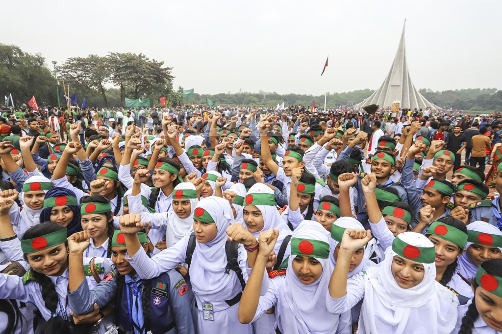 Students came to the National Memorial on Monday to pay their respects to the freedom fighters on the Victory Day. Photo: Asif Mahmud Ove