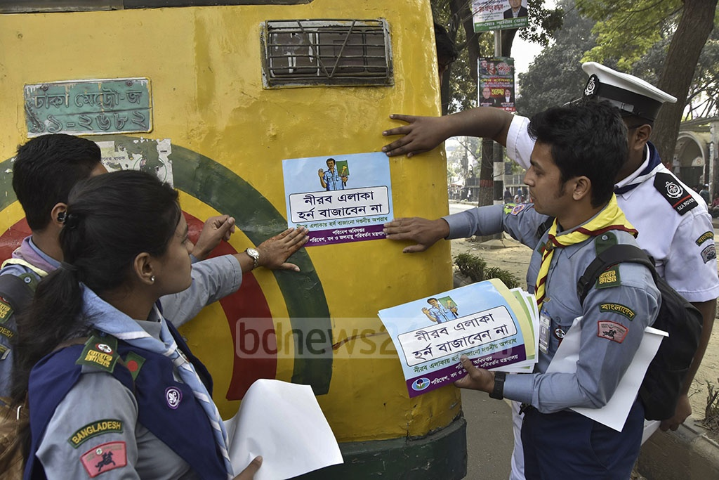 Members of Bangladesh Scouts conducting a campaign on raising awareness among the drivers on Tuesday after the administration declared the Secretariat area a ' no-horn zone'.