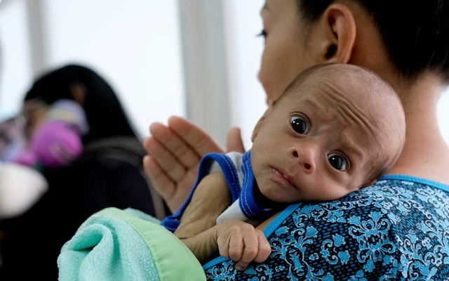 Francys Rivero holds her two-month old son Kenai, who has been diagnosed with malnutrition, while they wait for Kenai to receive tests at a clinic in Barquisimeto, Venezuela, Aug 14, 2019. REUTERS