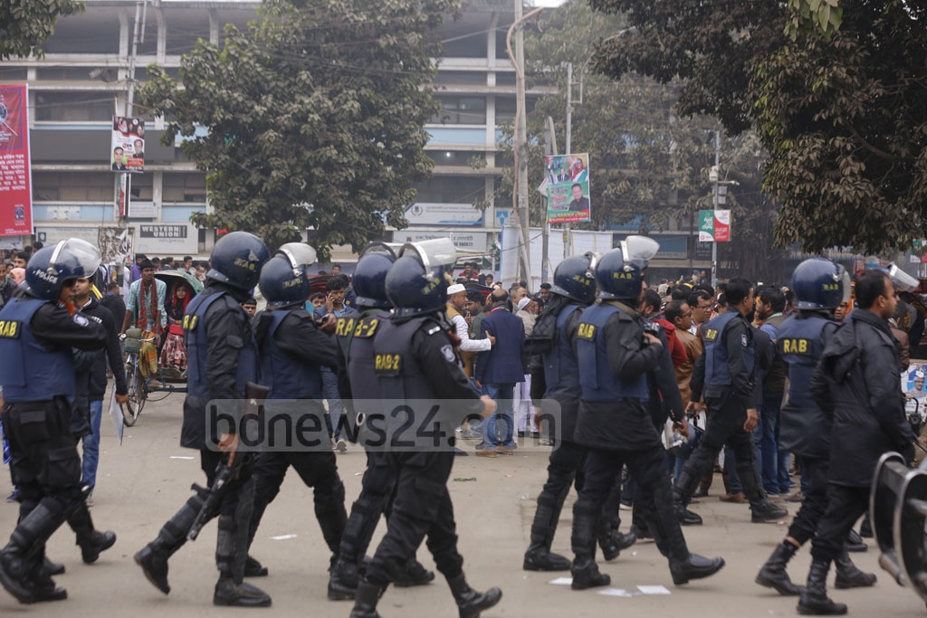 Law enforcement is on alert ahead of the Awami League's 21st National Council at the Suhrawardy Udyan on Friday. Photo: Mahmud Zaman Ovi