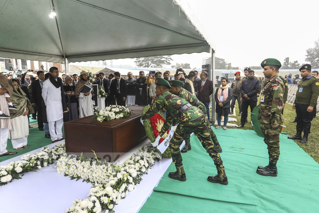 Major Ashiqur Rahman, the personal secretary to President Abdul Hamid's military secretary, placing a wreath on Fazle Hasan Abed's coffin on behalf of the head of state at the Dhaka's Army Stadium on Sunday.