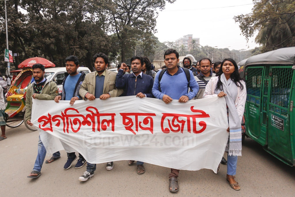 Pragatisheel Chhatra Jote, an alliance of leftist student organisations, took out a procession on the Dhaka University campus on Monday to protest against attacks on DUCSU VP Nurul Haque Nur and others. Photo: Mahmud Zaman Ovi