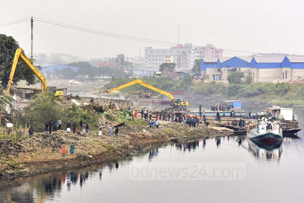 The Bangladesh Inland Water Transport Authority or BIWTA has launched a nationwide crackdown on unauthorised installations on water bodies and rivers. More than a hundred thatched houses on the banks of the Turag River at Kamarpara in Dhaka were being removed as part of the drive on Monday.