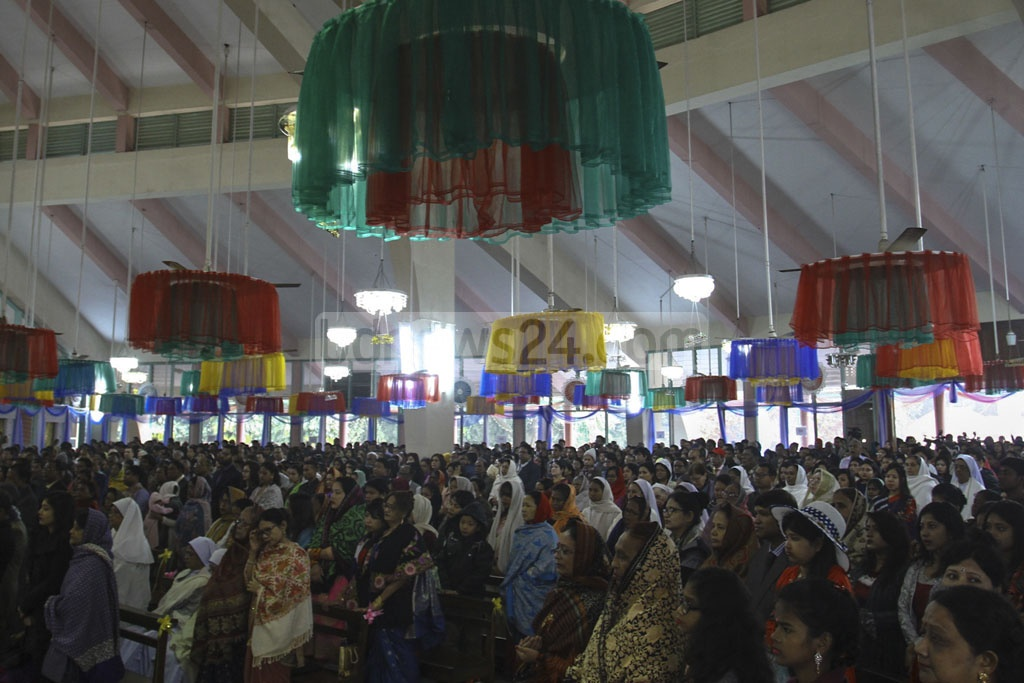 Christians offer prayers at Holy Rosary Catholic Church in Dhaka's Farmgate on Christmas morning on Wednesday.