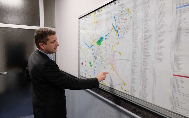 Nicolas Dumont, the mayor of Abbeville, France, shows a map of the city, which has eliminated all its traffic lights, Oct 15, 2019. The New York Times