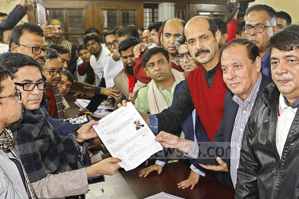 Dhaka North Mayor Atiqul Islam submitting his nomination form to the Awami League chief's Dhanmondi offices in Dhaka on Friday ahead of the Jan 30 polls to the bifurcated city corporations.