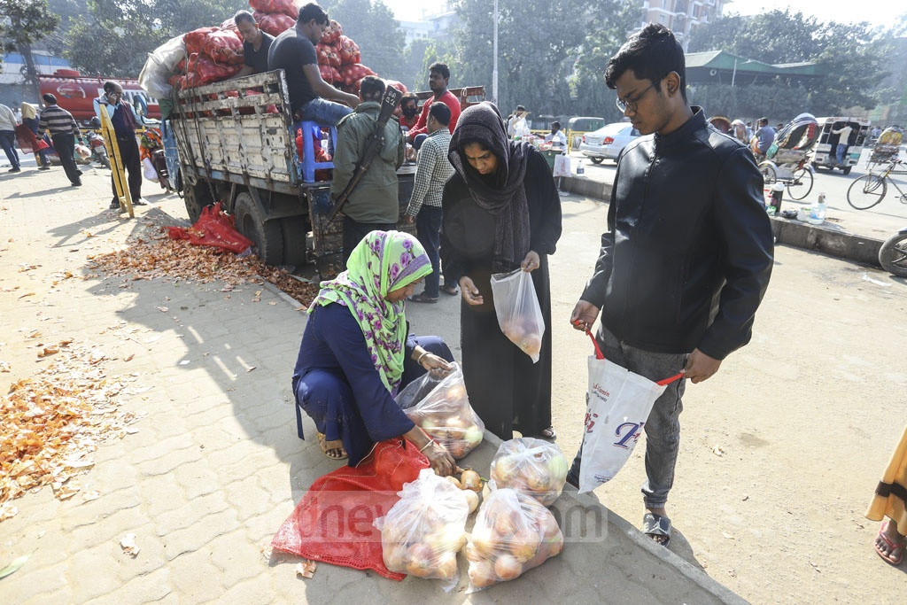 The Trading Corporation of Bangladesh is allowing every customer to buy up to Tk 10 kg onion as people show little or no interest in buying the imported produces even at Tk 35 per kg. Photo: Asif Mahmud Ove
