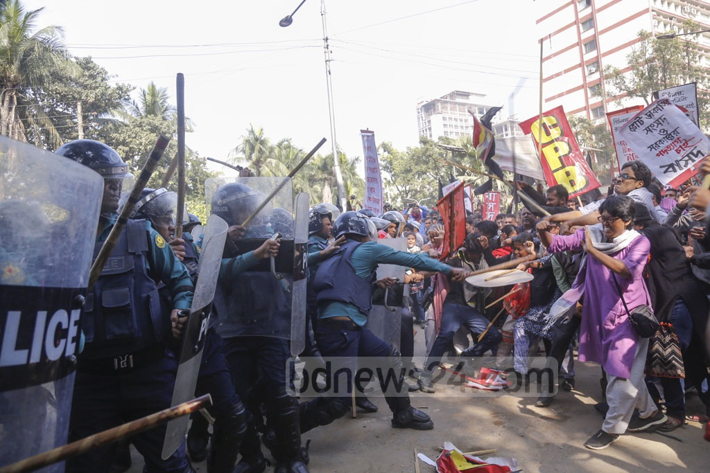 Police charging batons to disperse the leaders and activists of the Left Democratic Alliance during an anti-government 'black flag' march on Monday. Photo: Mahmud Zaman Ovi