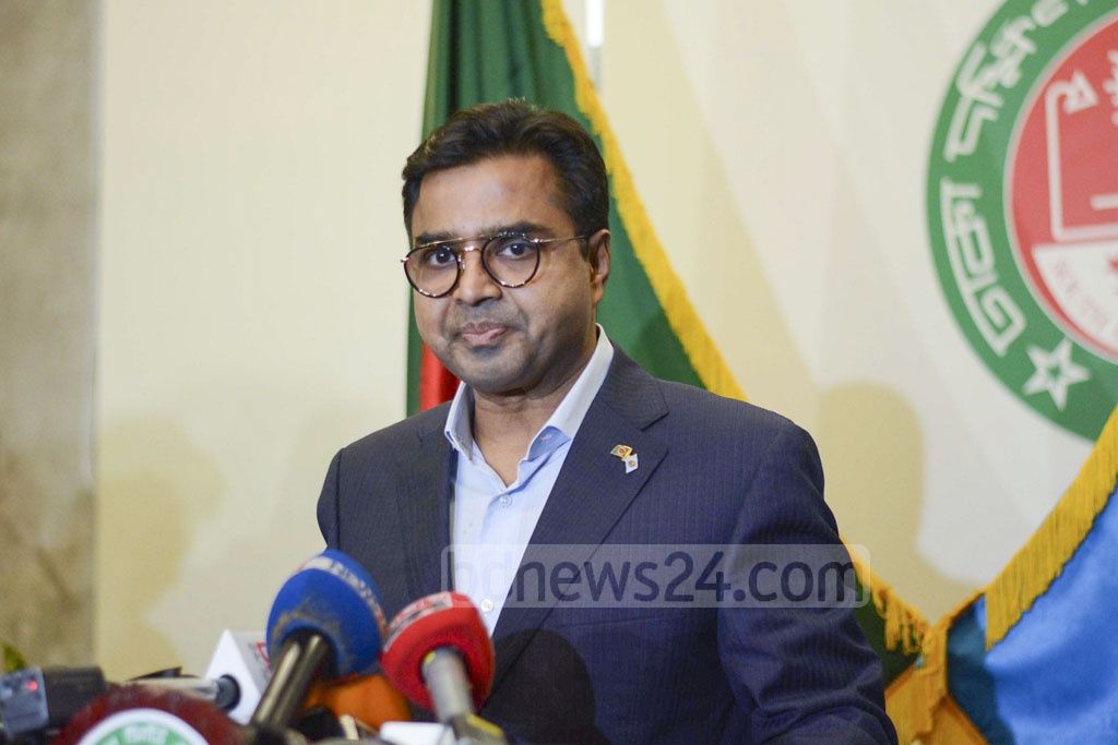 Dhaka South Mayor Mohammad Sayeed Khokon speaking at a news conference at his office, the Nagar Bhaban, on Monday after the ruling Awami League left him out and picked Sheikh Fazle Noor Taposh to run for the office in the Jan 30 polls.