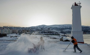 Workers clear snow by a lighthouse that overlooks Nagaev Bay in Magadan, Russia, Nov. 28, 2019. When the Soviet Union collapsed in 1991, Magadan had 155,000 people, a mix of locally born residents — many descendants of former gulag prisoners, guards or administrators — and outsiders attracted by salaries that had for years been far higher than in the rest of the country. (Emile Ducke/The New York Times)