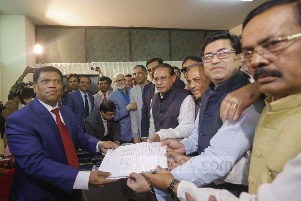Awami League candidate Sheikh Fazle Noor Taposh submitting his nomination form at the office of the returning officer in Gopibagh on Tuesday for the mayoral elections to in Dhaka South City Corporation. Photo: Mahmud Zaman Ovi