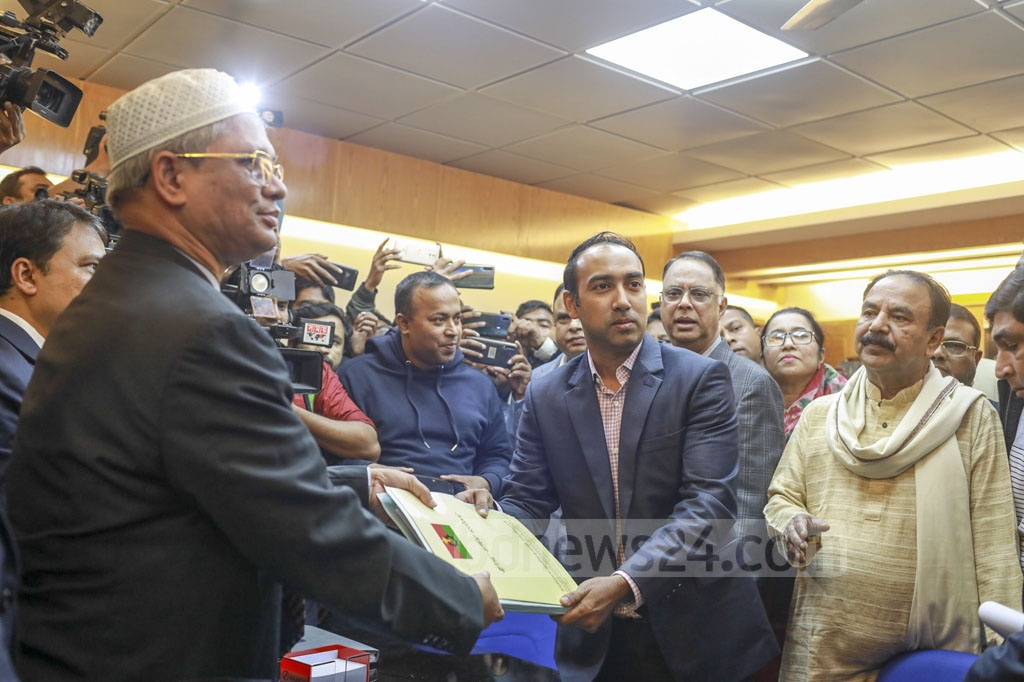 BNP candidate Tabith Awal submitting his nomination form at the office of the returning officer in Agargaon on Tuesday for the mayoral polls to Dhaka North City Corporation.