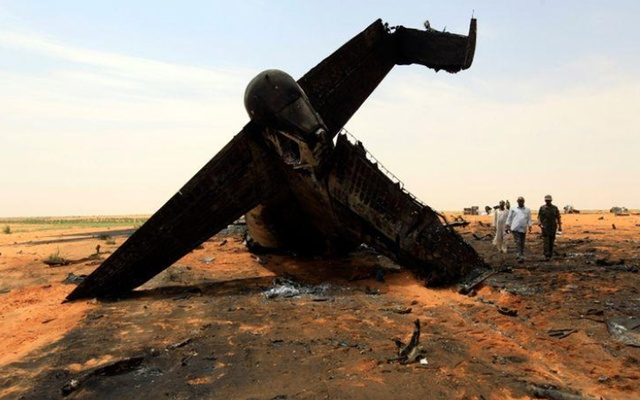 A Sudanese military plane after it crashed. REUTERS/Mohamed Nureldin Abdallah/File Photo