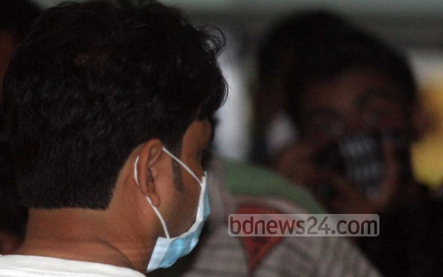 File Photo: Many crowded the IEDCR in Dhaka for swine flu tests during a global outbreak in 2009.