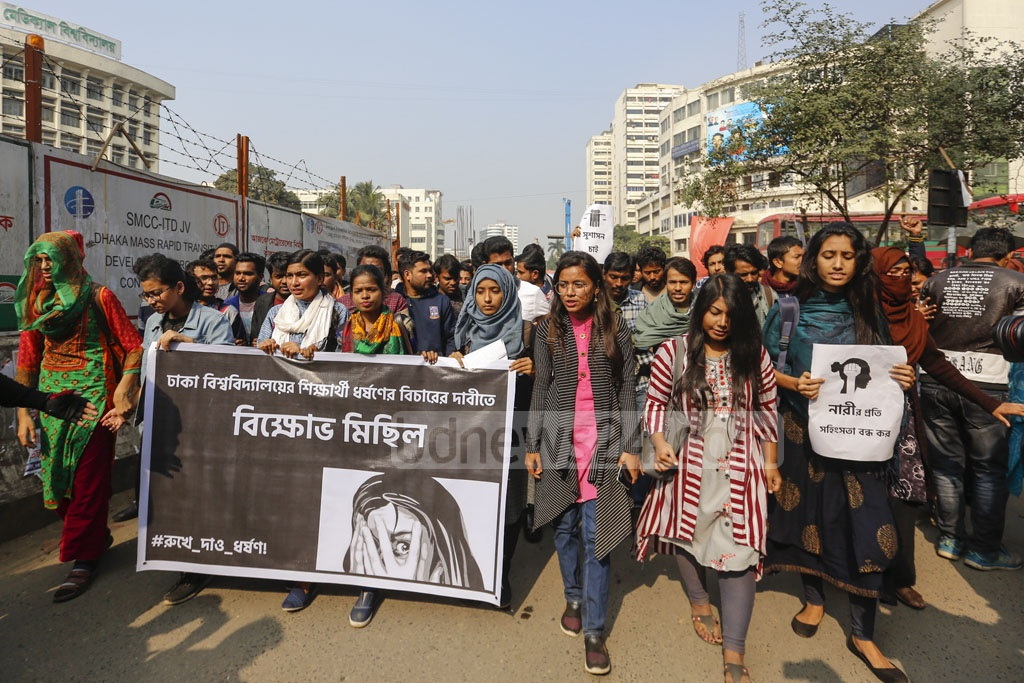 Students of Dhaka University took out a procession on the campus on Monday demanding justice over the rape of a second-year undergrdauate student in the capital's Kurmitola. Photo: Mahmud Zaman Ovi