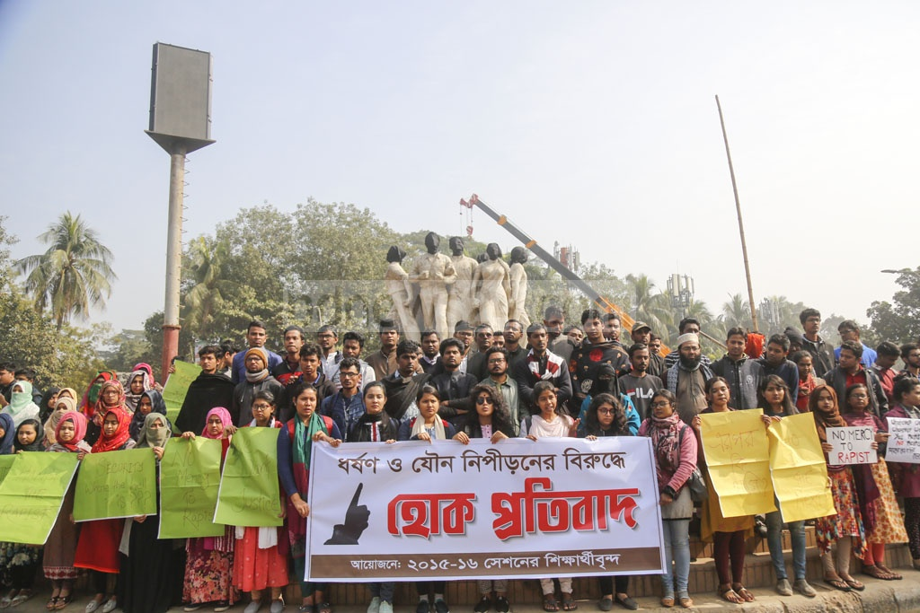 Protests continue for the third straight day on the Dhaka University campus demanding justice for the rape of an undergraduate student of the university in the capital's Kurmitola. Photo: Mahmud Zaman Ovi