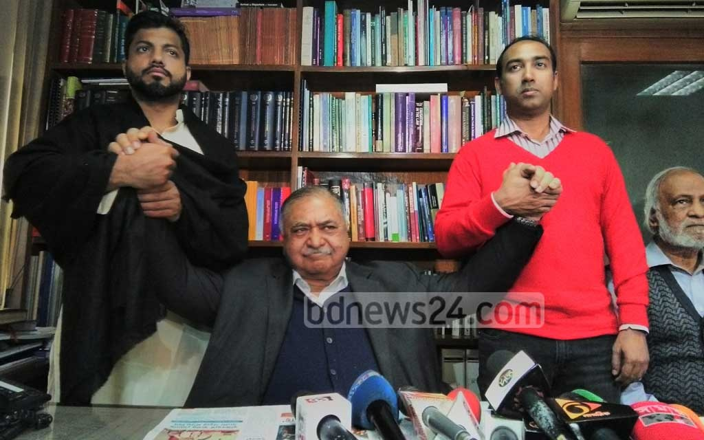The BNP's mayor candidate for Dhaka South City Corporation, Ishraque Hossain (L), and Tabith Awal (in red cardigan) for Dhaka North, meet Jatiya Oikya Front chief Dr Kamal Hossain at his office in Dhaka's Motijheel on Wednesday.