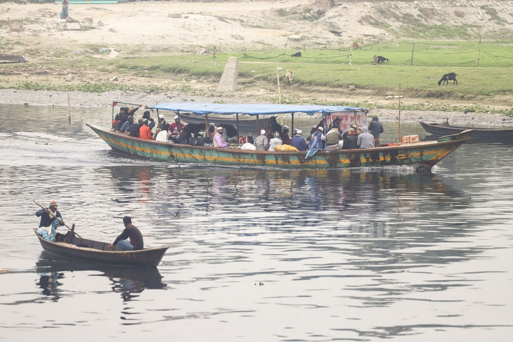 A boat carrying Muslim devotees heading to the Bishwa Ijtema grounds at Gazipur's Tongi. The first phase of the global congregation will begin on Jan 10. Photo: Asif Mahmud Ove