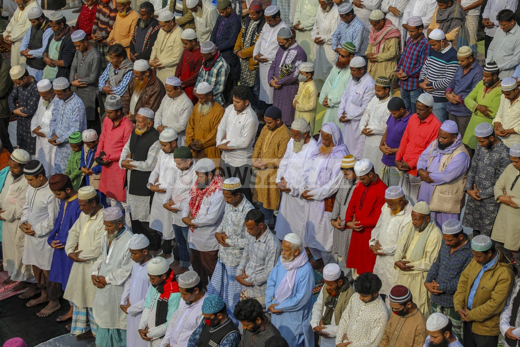 Hundreds of thousands of Muslims gathered on the bank of the Turag river in Gazipur's Tongi on Friday at the beginning of Tabligh Jamaat's annual congregation Biswa Ijtema. Photo: Mostafigur Rahman