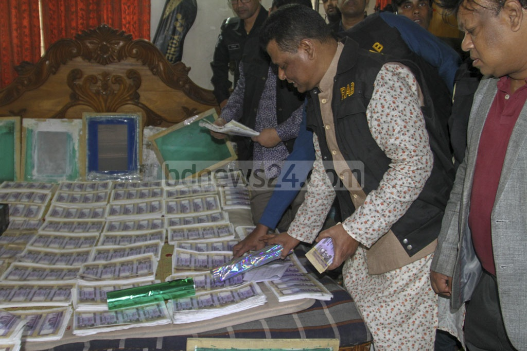 The Rpid Action Battalion busted a counterfeit currency factory at a house in Dhaka's Dhanmondi on Friday.