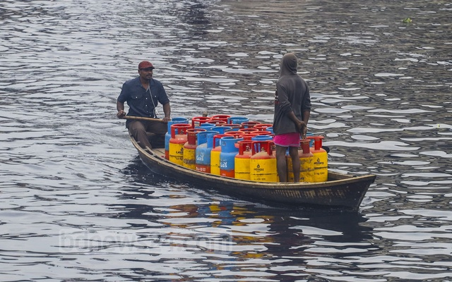 A boat carrying empty LPG cylinders heads towards Diabari in Dhaka's Mirpur from Savar crossing the Tugar River on Saturday. Photo: Asif Mahmud Ove