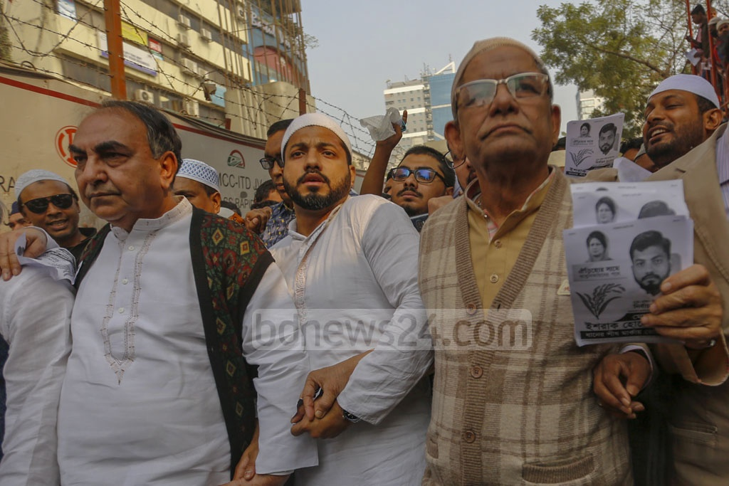 Ishraque Hossain, the BNP candidate for Dhaka South City Corporation mayor elections, campaigning with senior leaders and his supporters in the Baitul Mukarram National Mosque area after Friday prayers. Photo: Mahmud Zaman Ovi