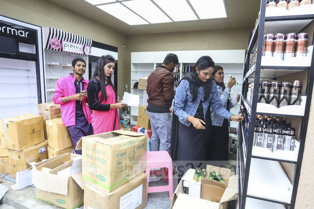 Some stalls are yet to complete arranging products 10 days after the start of Dhaka International Trade Fair. Photo: Asif Mahmud Ove