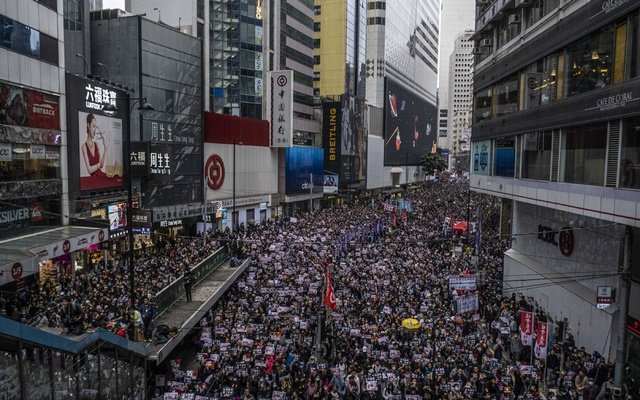 Protesters march in Hong Kong, Jan 1, 2020. A prominent human rights activist said he was denied entry into Hong Kong on Jan 12 by immigration authorities, whom he accused of trying to stymie the release of a report spotlighting repressive governments around the world. The New York Times