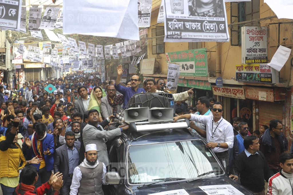 Atiqul Islam, the Awami League-endorsed mayoral candidate for the Dhaka North City Corporation, campaigning for reelection in Dhaka's Agargaon area on Tuesday. Photo: Asif Mahmud Ove