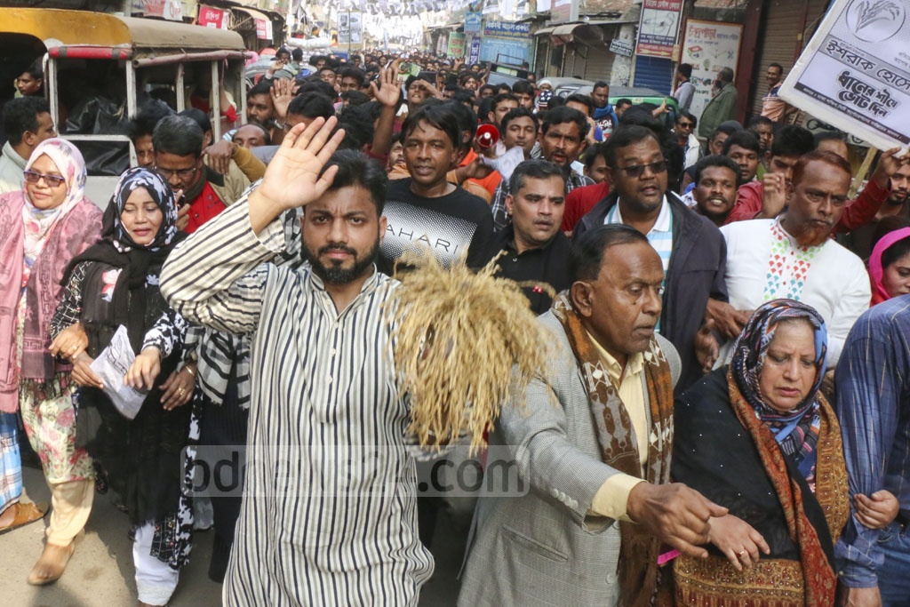 Ishraque Hossain, the BNP candidate for Dhaka North City Corporation mayor, campaigning at Khilgaon ahead of the elections.