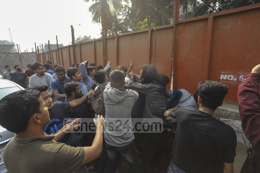 A man is beaten by a mob after pulling a gun at protesters at Shahbagh intersection on Wednesday during demonstration demanding that the date of Dhaka city polls be changed for Saraswati Puja. Photo: Asif Mahmud Ove