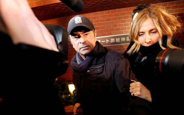 Former Nissan Motor Chairman Carlos Ghosn accompanied by his wife Carole Ghosn, arrives at his place of residence in Tokyo, Japan, March 8, 2019. REUTERS
