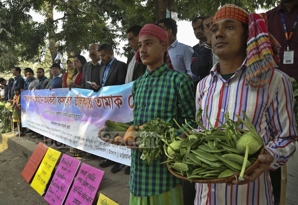 The Bangladesh Anti-Tobacco Alliance staged a human-chain demonstration outside the Abahani Ground in Dhaka on Thursday demanding that tobacco be dropped from the government list of cash crops.