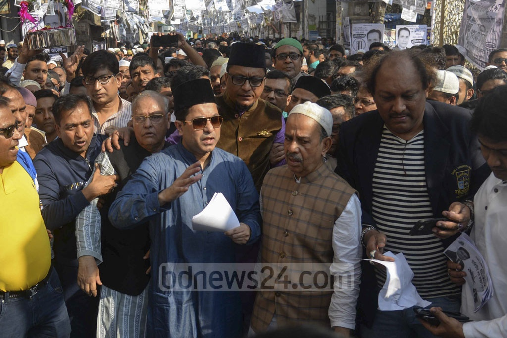 Sheikh Fazle Noor Taposh, the Awami League candidate for Dhaka South Mayor, campaigning in Old Dhaka on Friday.