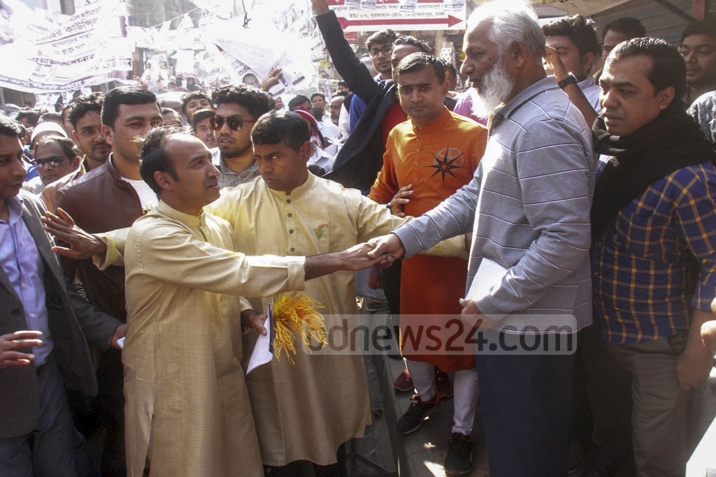 Tabith Awal, the BNP candidate for Dhaka North City Corporation mayor, campaigning at Mohammadpur's Noorjahan Road on Friday.