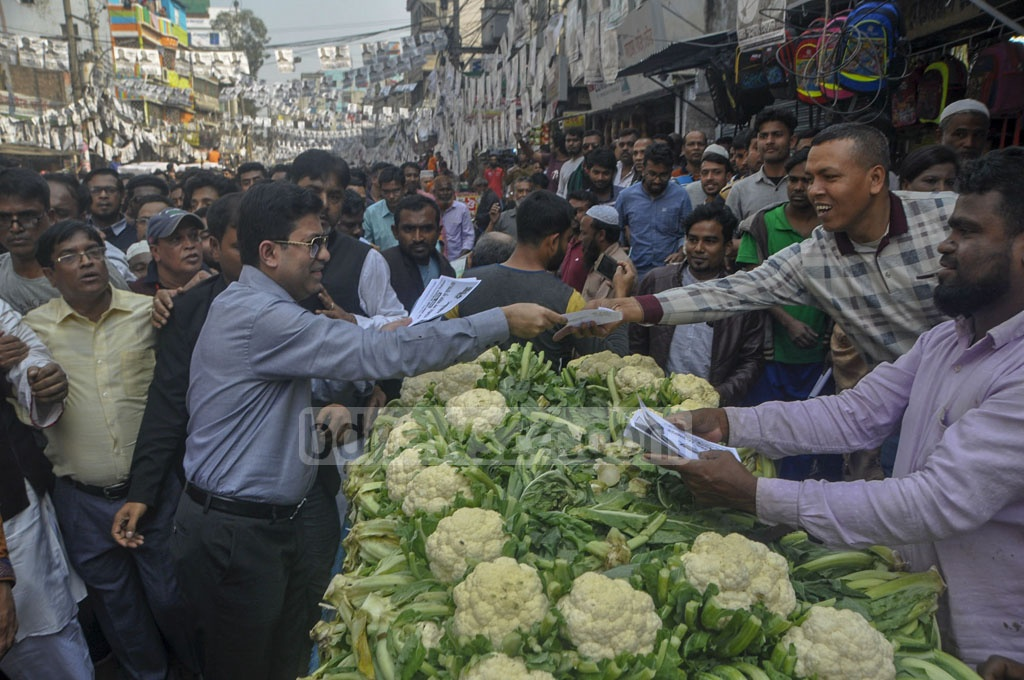 Sheikh Fazle Noor Taposh, the Awami League-endorsed mayoral candidate for the Dhaka South City Corporation, campaigning at Shahid Faruque street in Jatrabari on Saturday.