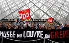 French strikers shut down the Louvre, setting a new target in a pension fight