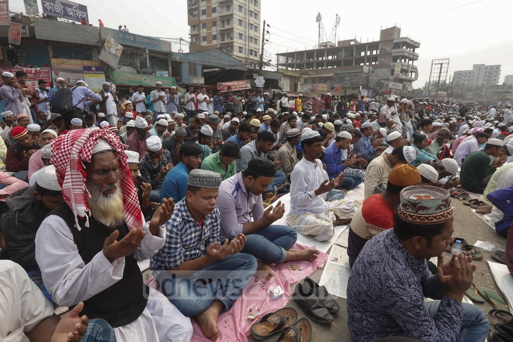 Devotees from all corners of the country taking part in the Akheri Munajat or final prayer to conclude the second phase of the 55th Bishwa Ijtema on the banks of the Turag River in Tongi on Sunday.