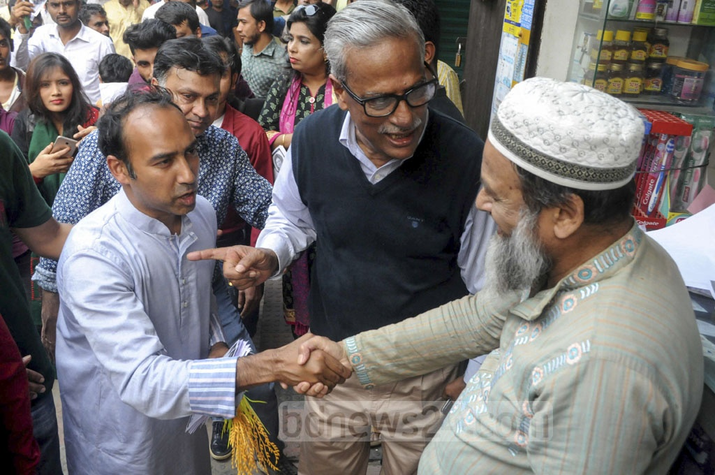 Tabith Awal, the BNP-backed candidate for mayor of Dhaka North, campaigning in Dhaka's Mirpur-13 on Sunday ahead of the city elections on Feb 1.