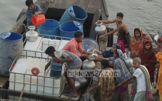 Residents collect a pot of water for Tk 5 delivered by a tanker in Chattogram's Chaktai Khal on Monday. The region on the banks of Karnaphuli River has been facing a serious water crisis for a long time. Photo: Sumon Babu