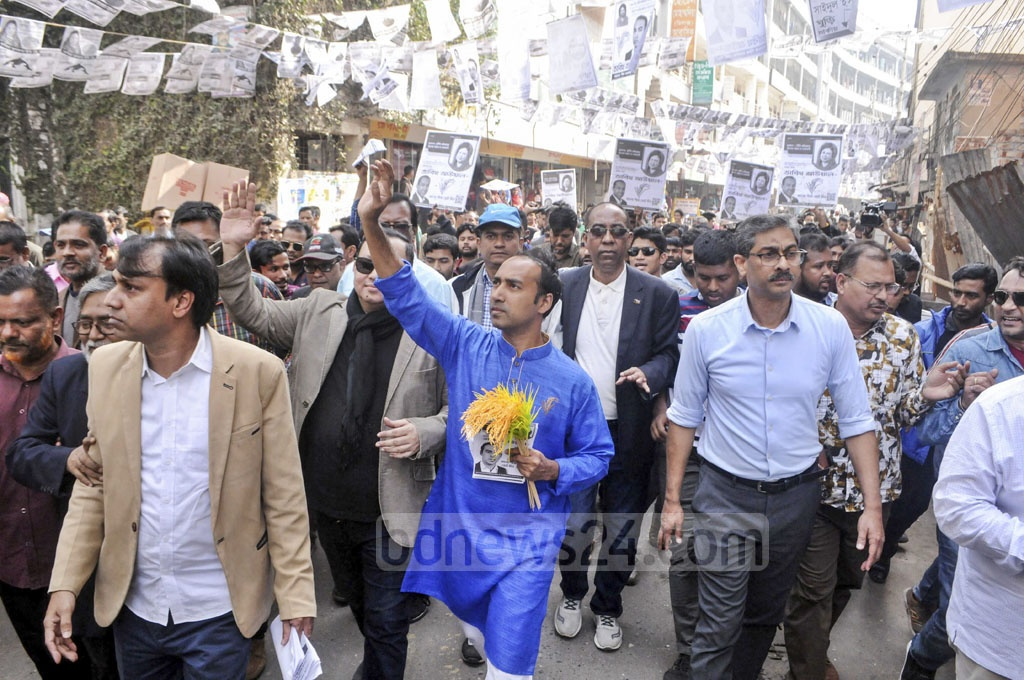 Tabith Awal, the BNP-backed mayoral candidate for the Dhaka South City Corporation, campaigning in Dhaka's Gabtoli area on Tuesday. He later came under attacked by a group of unidentified people.