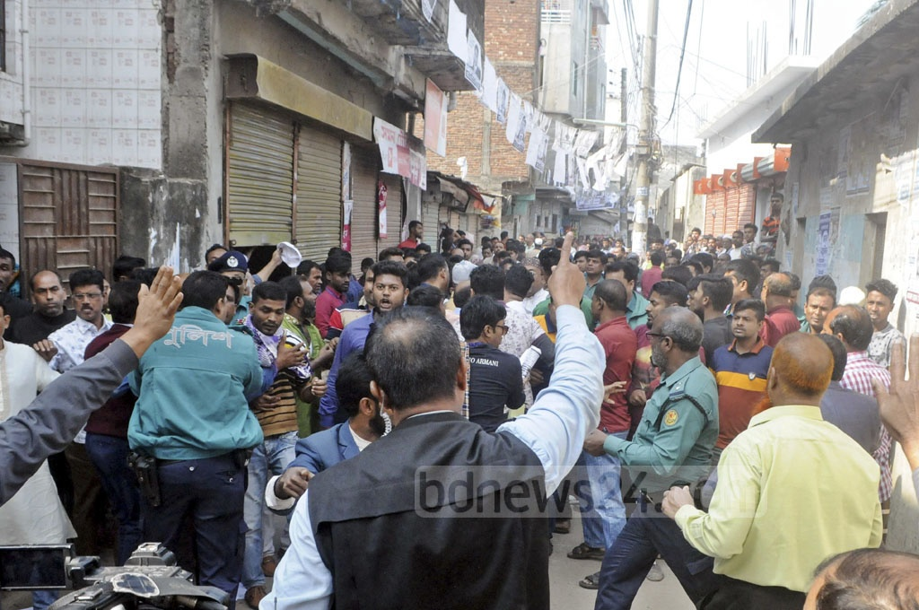 Clashes erupted between the activists of two parties during an election campaign launched by Tabith Awal, the BNP-endorsed mayoral candidate for Dhaka North, at Parbata Kalabazar in Dhaka's Gabtoli area on Tuesday.
