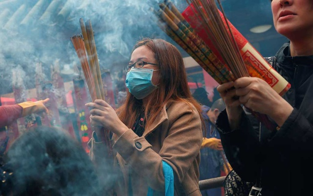 Worshippers wear masks to prevent an outbreak of a new coronavirus as they make offerings of incense sticks during a Lunar New Year celebration at Che Kung Temple, in Hong Kong, China Jan 26, 2020. REUTERS