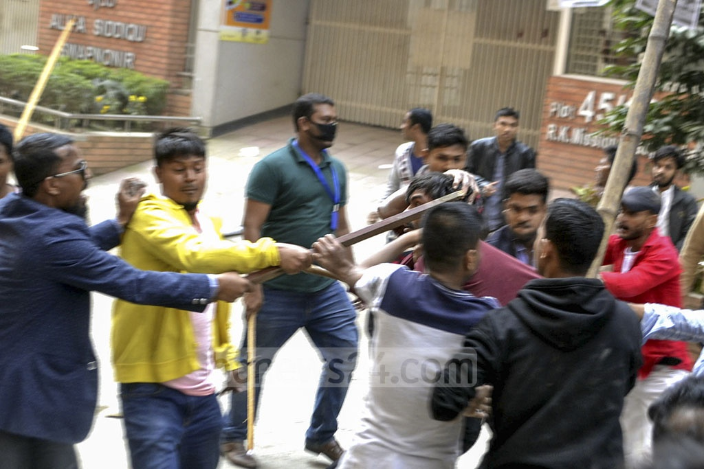 Supporters of Ishraque Hossain, the BNP-backed mayoral candidate for Dhaka South, clashed with the Awami League activists campaigning for two councillor candidates during an election rally in the capital's Gopibagh on Sunday.