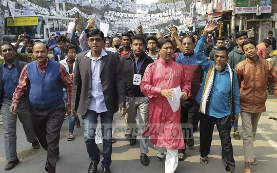 Saifuddin Ahmed Milon, the Jatiya Party candidate for Dhaka South mayor, campaigning on Sunday ahead of the city corporation elections.