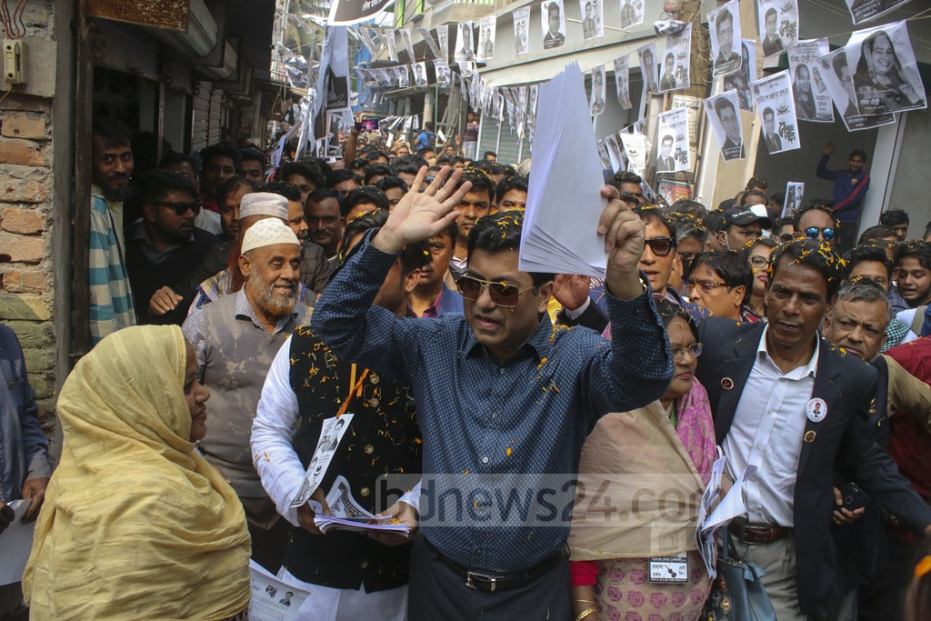 Sheikh Fazle Noor Taposh, the Awami League-backed candidate for mayor of Dhaka South, campaigning in Dhaka's Demra on Monday.
