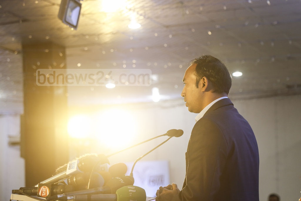 Tabith Awal, BNP-endorsed mayoral candidate for Dhaka North, unveils his election manifesto at Emmanuelle's Banquet Hall in Gulshan on Monday. Photo: Mahmud Zaman Ovi