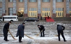 Workers sweep snow from the steps of the Great Hall of the People before a meeting between Kiribati's President Taneti Maamau and Chinese Premier Li Keqiang in Beijing, China Jan 6, 2020. REUTERS